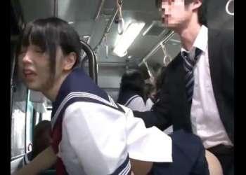 大人しそうなロリ美少女女子校生が勃起チンポを立ちバックでハメて悶絶!