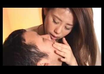 エロ顔のギャル系マダムがアへ顔で男の鼻を舐めまわしながら隠語