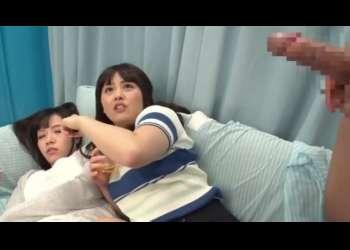 二人組みの女子大生がほろ酔い状態でちんこを見せられ思わず上に乗っちゃう