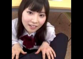制服美少女が図書室のテーブル下でチンポ咥えてセックス