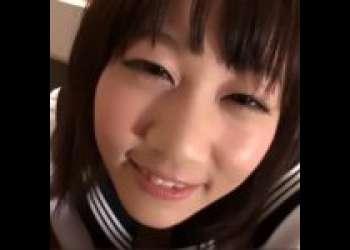 制服の美少女が机の下でこっそり寸止めフェラ