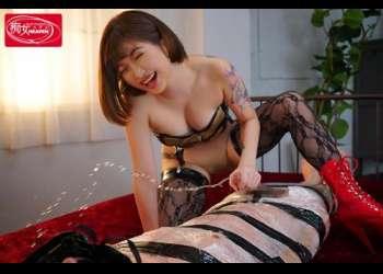 【笑顔が素敵なのにね】おっさんに首輪をつけて足の指舐めさせる美人さんがチンポをドスケベ顔でしゃぶってシコシコで搾り取るwww