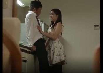 【我慢できないよ】眼鏡をかけた清楚系美人さんがいきなり抱きつきデカ乳晒してチンポしゃぶってきたら杭打ちピストンしちゃうwww