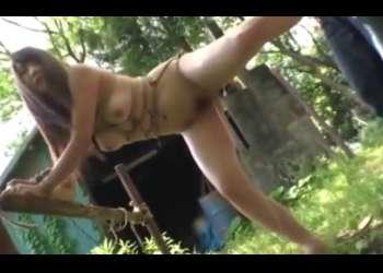 友田彩也香を縄で縛り犬のように小便させるメス犬調教「犬なんだから出来るだろ!」」