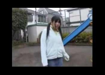<ロリ系少女のイタズラム‐ビ‐>公園で遊ぶ清純少女♡家に連れ込んで変態行為!!助け♡叫ぶ少女の叫びは誰の耳にも届かない!!