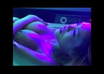 «膣内射精|ドラッグ»日焼けサロンのバイト君がGAL娘に薬物潤滑液♡使わせ発情したところ♡イタズラしまくり!!削除前に見なきゃ損