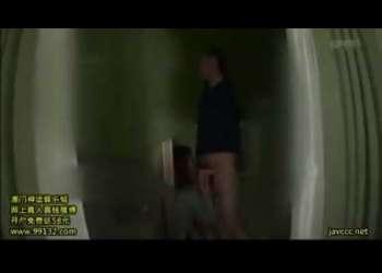 『細身』『M男君♡いじめるの大スキなんです。あの感じてる顔がかわいい』とニヤける、エロビデオ業界ナンバ―ワンの高身長スマ―トなイイオンナ!!