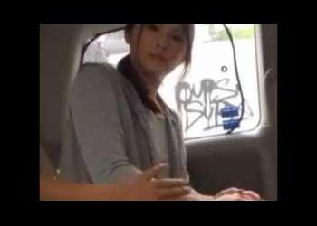 «美乳|エロム―ビ―»主婦に車内でチン舐してもらってそのままHOTELで即はめNTR3P交尾!!抜けすぎ注意