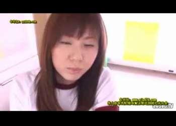 <抜きすぎ注意!!衝撃映像!!>茶髪でロングヘア-のイケイケ女子K校生が二本のデカチン肉棒にしゃぶりつき口淫奉仕
