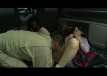 <ぺちゃぱい>『おじさんと一緒に遊んでくれない??』車の中が布団化している車内に幼女♡声かけ悪戯強姦。