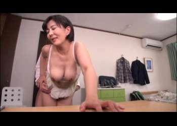 五十路巨乳の熟女人妻ショートカットヘア円城ひとみさん不倫立ちバック