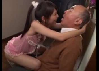 【跡美しゅり】超ロリビッチ小柄ロリパイパン貧乳美少女がおじいさん相手に舐めまくり痴女すぎる