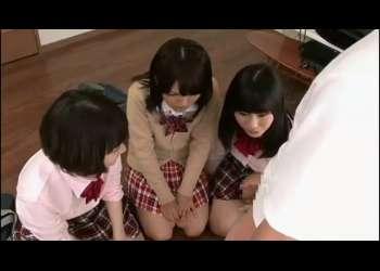 短小包茎ちんぽで抜きまくりおちんちん興味津々美少女JK3人4Pハーレム