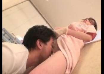 【深田えいみ】マスク姿の巨乳歯科衛生士お姉さんが痴女すぎてエッチしまくりメガネっ娘色白美少女クンニ