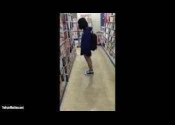 【盗撮】超かわいい素人JCっぽいミニスカート激ロリ黒髪美少女見つけたのでロリパンツを隠し撮りしてる個人撮影パンチラスマホ撮り