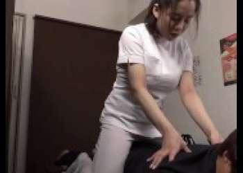 【三島奈津子】めっちゃエロいマッサージ師巨乳エロエロ熟女がド変態パイズリ手コキしてくれるえちえちすぎる