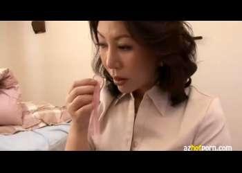 【庵叶和子】息子の使用済コンドームを見つけた母!精液の香りで興奮・・激しくオナニーで発散