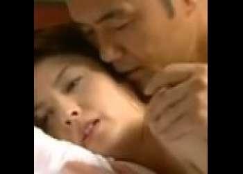 【星沢レナ】君はキレイだベッドに入ろう!電車内で声をかけられて・・男とホテルで不倫する人妻!
