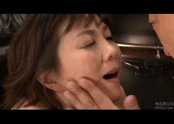 【円城ひとみ】男からビンタされ歓喜の涙を流すドM熟女!乳首を攻められ・・苦痛と快楽を与える緊縛調教!