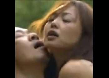 【夏海エリカ】田舎の農村で逢引・・青姦セックスを楽しむカップルたち!欲求不満だらけの淫乱な人妻たち