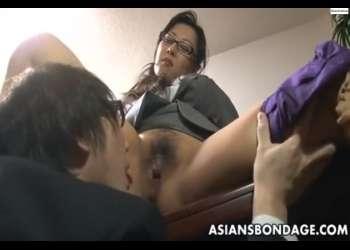 【逆セクハラ・メガネ女上司】さぁ、オマンコを舐めなさい!淫乱女上司が部下と社内で立ちバック・・尻射セックス