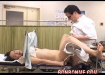 【産婦人科・悩み相談】相手が、私の性器を舐めてくれないんです!私のオマンコは臭いのでしょうか?医師のチンポで中出し診察