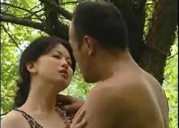 【浅井舞香】清楚なセレブ婦人が・・村はずれのホームレスの男と不倫関係!薄汚れた男と激しいベロチュウファック