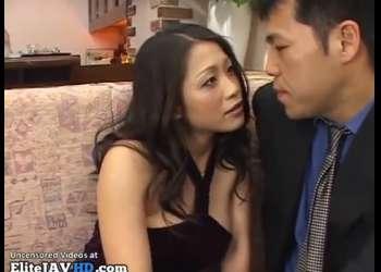 【友田真希】ねぇ、いいでしょう?もう店は閉めちゃったわ!美人ママが常連客と閉店後の枕営業セックス