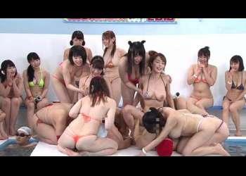 【水泳大会】マイクロビキニの人気巨乳女優20人が熱盛7種目で火花バッチバチの真剣勝負!
