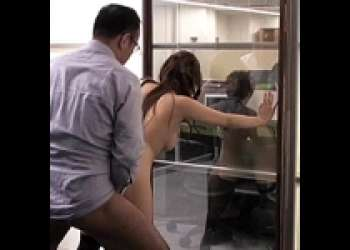 ◉ながえスタイル◉結合部がお互いに丸見え!鏡ごしのセックスは想像以上に燃えたみたい(笑)
