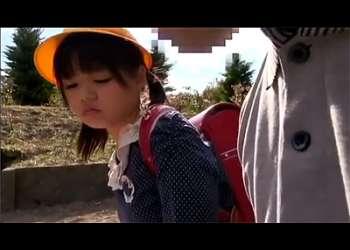 [JSレイプ]『こんなことするの?』※削除注意※ロリ愛好家のヤバすぎ押収動画が流出!小学生のパイパン割れ目に中出しする鬼畜!