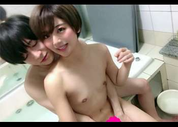 [素人カップル]長澤●さみ似の激カワ美少女!彼氏とのイチャラブセックスを激撮!大量の精子を中出し!