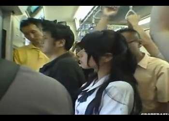 《女子校生電車ハードレイプ》駅の構内から尾行されたJKが、パンツの中に手を入れられ手マンで潮吹き。陰毛を剃られ写メ撮影&生ハメ強姦