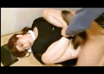 《高飛車眼鏡奥さまレイプ》高慢ちきな人妻が、手を縛られ、身動きできない状態で、肉便器強姦される