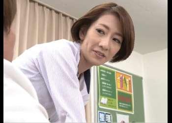 美熟女のオンナ教師さん教え子たち手マンでマンコびちょびちょになるw 岡村麻友子
