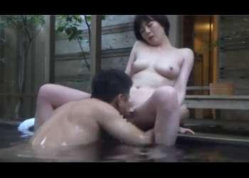 混浴露天風呂を盗撮! イチャイチャするカップルたちの生ハメセックス!