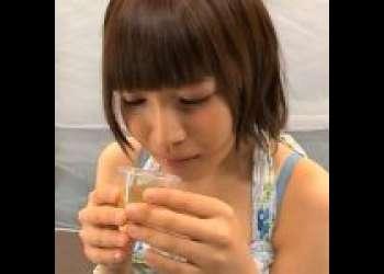 【MM号】お洒落で激カワ女子大生が魔法のドリンク飲んで涎を垂らしながら痙攣イキ!