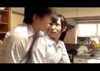 【栄川乃亜】姉ちゃん、おはよう♡朝から家事で忙しい姉は、女一人家族で10人兄弟とお父さんと連続性交で大忙し