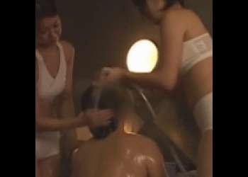 入浴していたら美女たちが全身洗ってくれる極上のサービスがある銭湯が最高!!