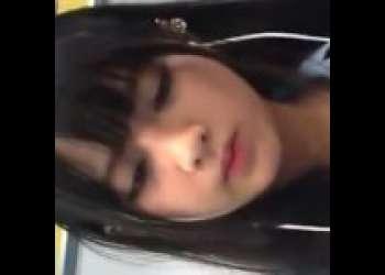 《パンチラ動画》電車内で見つけた可愛いJKを追跡して隠し撮り盗撮