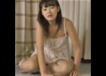 ≪てんちむ/橋本甜歌/映画/ニーソギャル≫中国ロリハーフ貧乳YouTuberが乳首責めにクンニレズ!グラビアアイドルが69