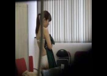 《SOD女子社員》《中原愛子》超恥ずかしがり屋のSOD社員が手コキに挑戦し成功‼「何かを乗り越えられた気がする…」