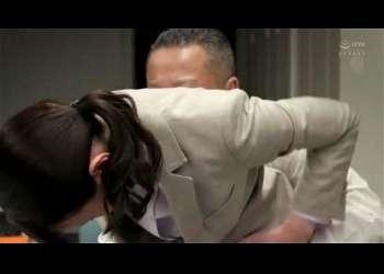 人妻オフィスレディのきれいなマンコをベロベロにする