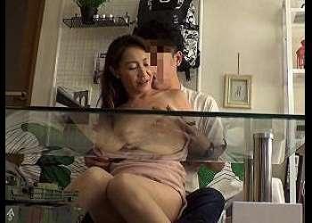 ナンパしてゲットした巨乳熟女人妻が若いおちんぽに吐息が漏れるほど喘ぎイク!快感とまらず中出しされる姿を盗撮!