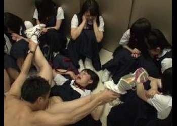 エレベーターに閉じ込められたJCが教師に襲われ凌辱レイプされる動画