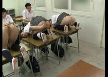 私立肛門開発学院で生徒のJKが男子生徒にアナルを使ってご奉仕する動画