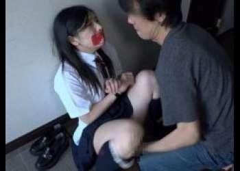永井みひな 変質者にストーキングされた女子校生が拘束され押し込みレイプされる動画