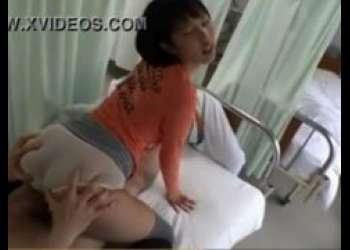 湊莉久 入院中の彼氏のお見舞いに来た女子大生が隣の男ともセックスしちゃうwww