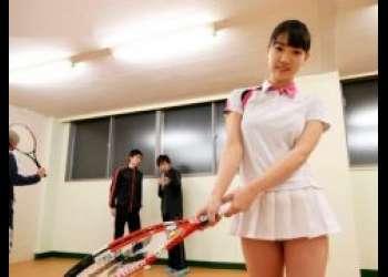 鈴木心春 ノーパンの女子テニス部員が男子部員に襲われレイプされちゃう動画