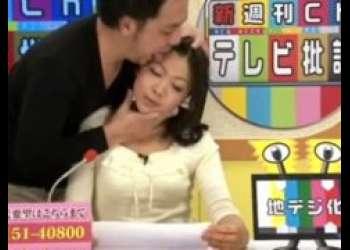 生放送中の女子アナが顔を舐め回されて首も絞められちゃうwww